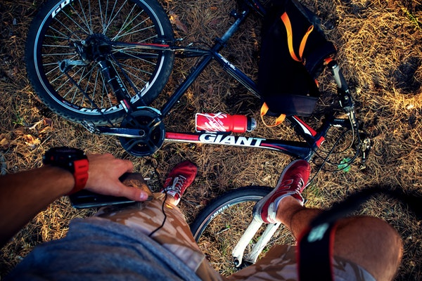 red-and-black-giant-mountain-bike